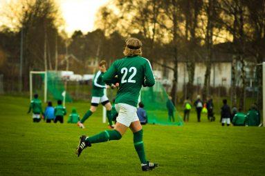 Comment estimer la valeur du transfert d'un joueur de football?